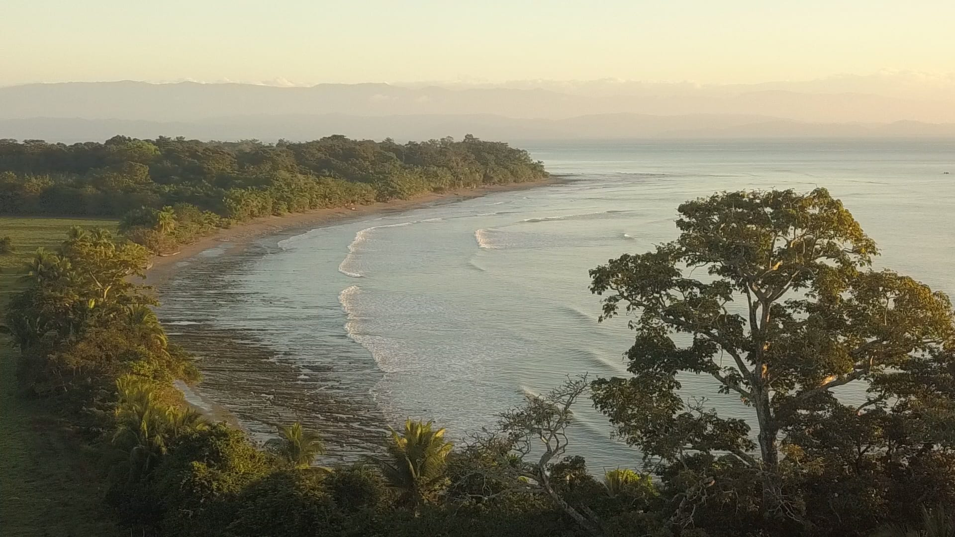 Osa Peninsula has options for people who loves quiet and ecological places. There are multiple tiny towns on the coast part, with an easy access to rain forest hikes and beach zones.